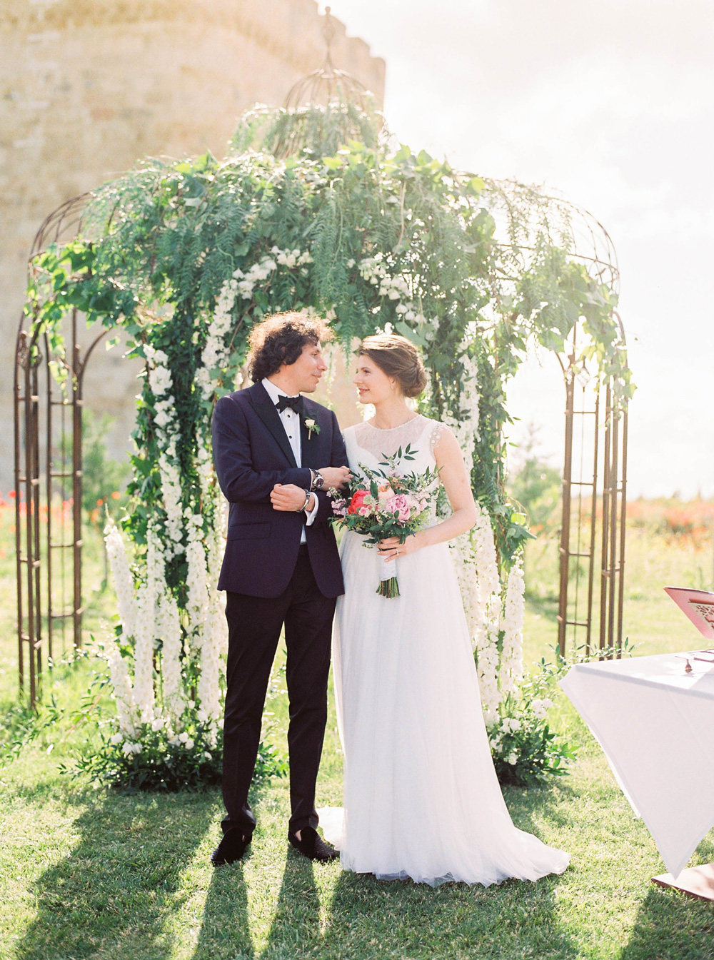 An open-air wedding in Buen Amor Castle – Tatiana y Thomy