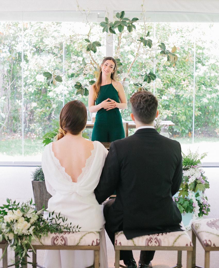 Comment choisir un ami pour officier votre mariage ?