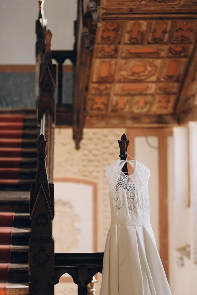 La boda de Lydia y Sandro bajo las techumbres mudéjares del Castillo de Belmonte