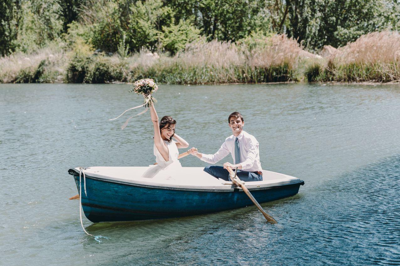 Одна из романтичных свадеб у озера